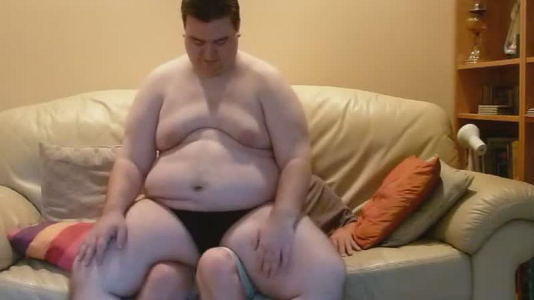 158kg guy lap sitting 73 kg guy